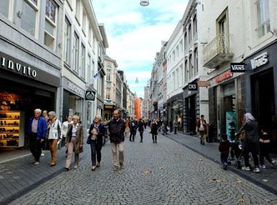 Kota Fashion di Eropa Coba Kamu Kunjungi Maastrictht yang ada di Belanda ini dijamin Bakal Ketagihan.